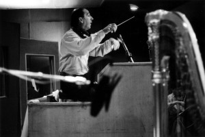 Yves Prin dirigeant le Paris Philharmonic Orchestra